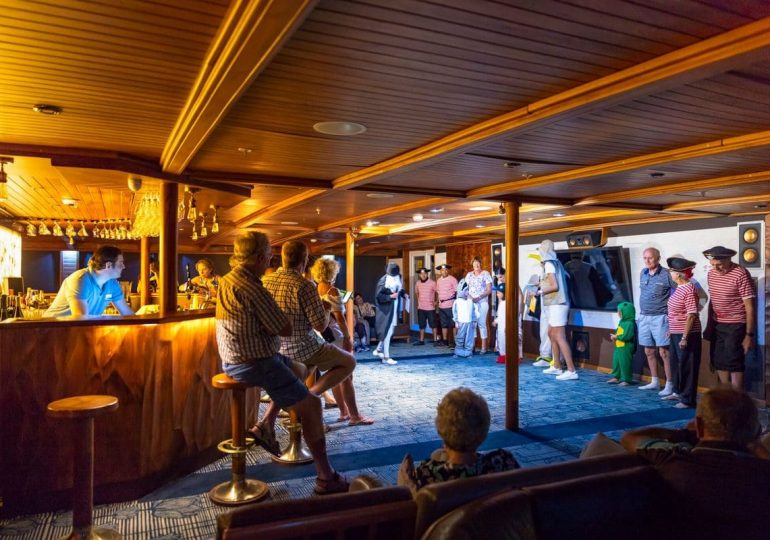 Legend Galapagos cruise - Darwin´s Party (skydeck)