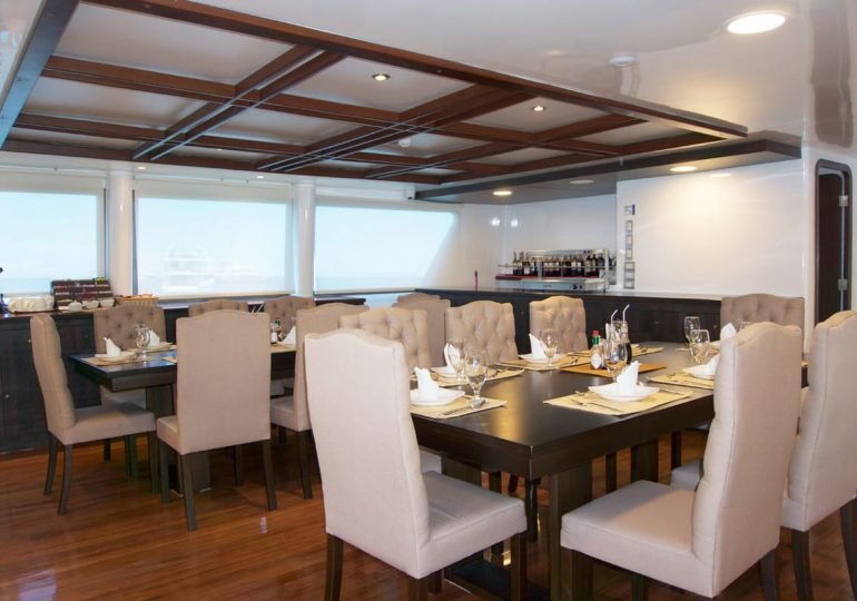 Galapagos Luxury Cruise - Cormorant Yacht - Dining Room