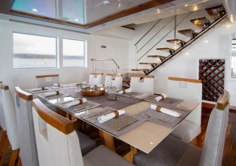 Galapagos Infinity Yacht - Dining Room