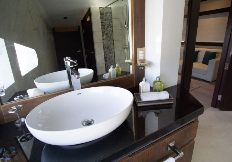 Grand Majestic - First-Class Galapagos Cruise (Suite Bathroom 2)